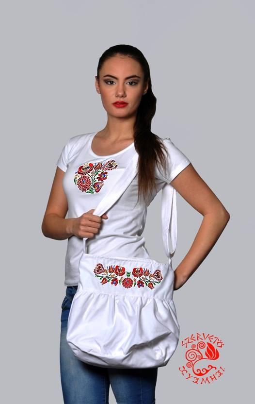 b3072facbd Szervető-matyó, hímzett, O nyakú, női póló - fehér | Női pólók ...